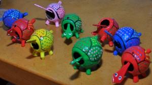 Tik deze schildpadjes op de kop en ze blijven wiebelen met hun hoofdje.